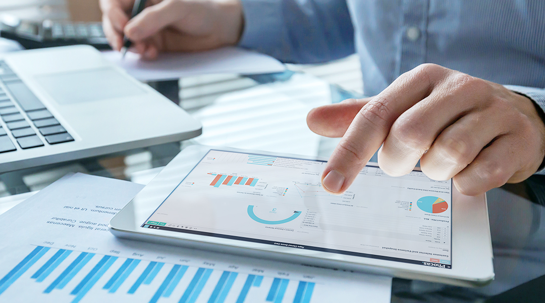 Financial data visualizations - how they help businesspeople communicate
